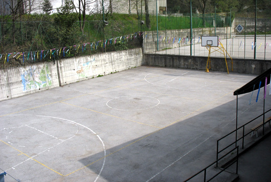 Campi di basket e volley in oratorio